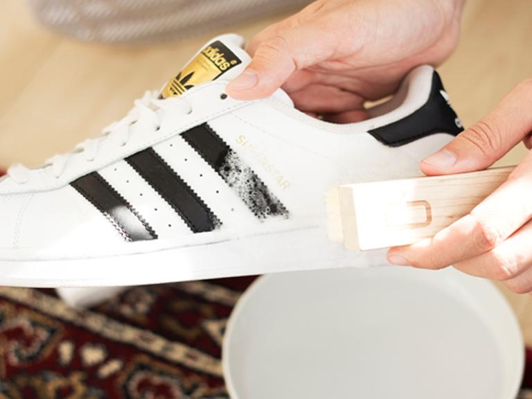 Quy trình vệ sinh chăm sóc giày da trơn, da nhân tạo